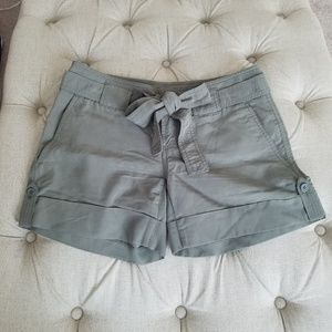 The Limited Olive green shorts - Drew fit
